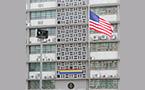 展望首尔骄傲节,美国大使馆挂起彩虹旗