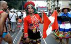 在印加古城和彩虹旗相認