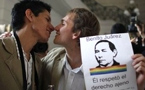 拉美国家开先例:墨西哥市议会承认同性婚姻;首例同性婚姻在阿根廷成为现实